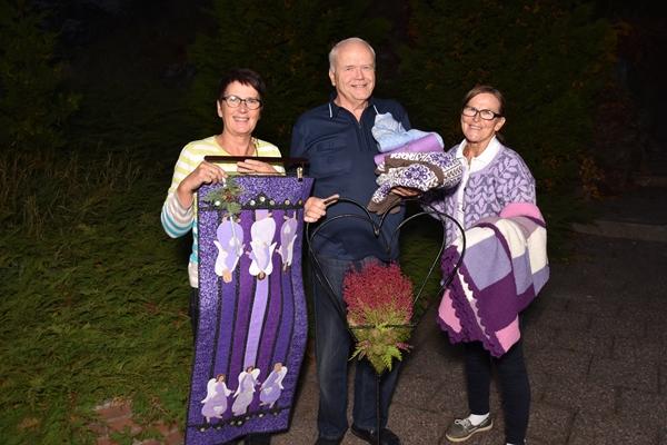 Mye flott å få kjøpt under årets misjonsmesse i Moss Frikirke, og nå er det bare å levere inn til oss, sier Christa og Flemming Pelle og Sigrid Refsnes.