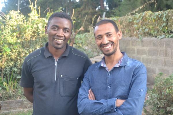 Gatebarnlederne Mengistu Boranu og Michael Nigusse kommer på besøk til Moss Frikirke